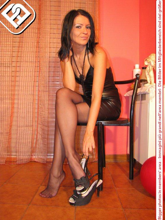 italian women in pantyhose